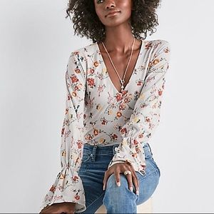 Lucky Brand floral bell sleeve top gray v neck
